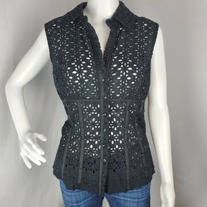 Cache Eyelet Black Sleeveless Buttondown